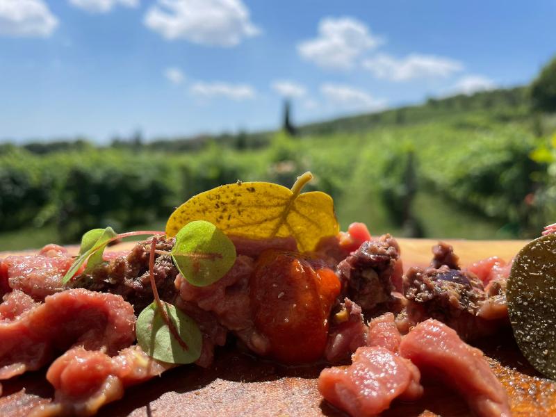 Tartare di manzo Garronese Veneta, 'Nduja, capperi e olivelle