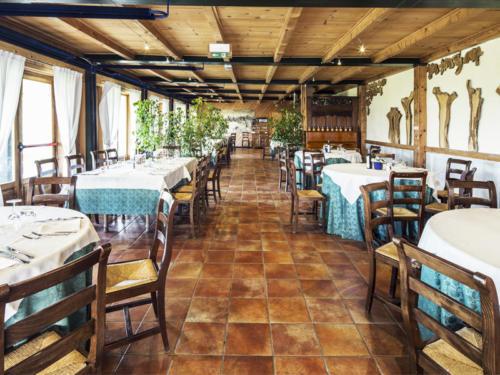 Sala-Ristorante-Costa-degli-Ulivi