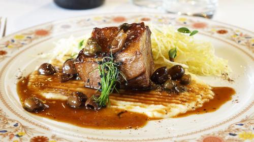Agnello capperi e olivelle, purè di sedano rapa e verze aglio olio e peperoncino