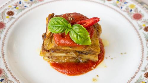 Terrina di melanzane, Caciocavallo Silanoe pomodoro piccanteAubergines timbale with CaciocavalloSilano cheese and spicy tomato